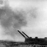 Батарея Александера открыла огонь по противнику.